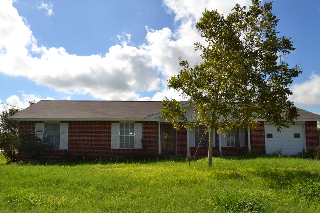 809 Guadalupe Runge, TX 78151